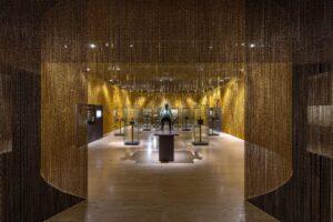 diseño de la exposición las artes del metal en al andalus